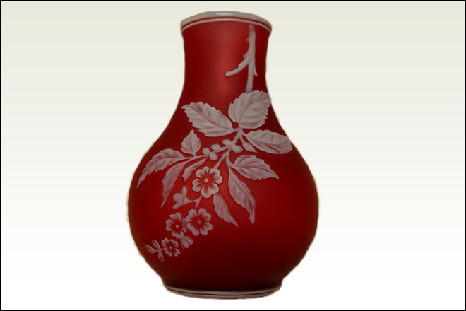 burgandy_vase_white